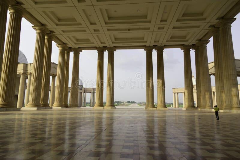 Le porche de la basilique de notre Madame de paix photo stock