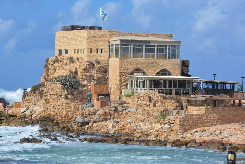 Le port antique à Césarée image stock