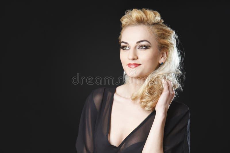 Le port blond de fille voient le dessus image stock