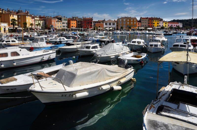 Le port de bateau chez Rovinj Croatie photo libre de droits