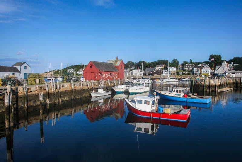 Le port de Rockport et le bâtiment rouge savent comme motif le numéro un photo libre de droits
