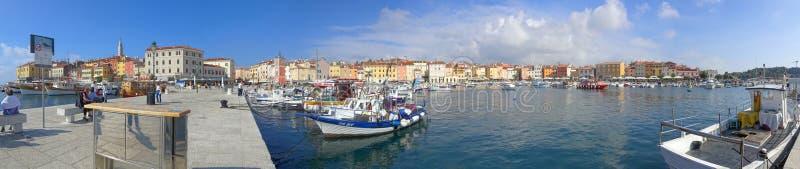 Le port de Rovinj un jour frais et croquant d'automne photo stock