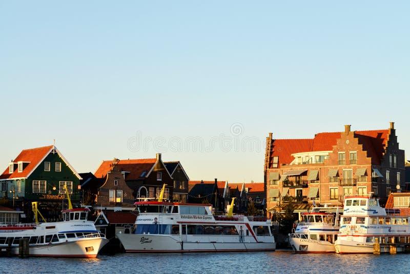 Le port et la promenade de Volendam, Pays-Bas image libre de droits
