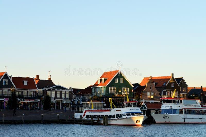 Le port et la promenade de Volendam, Pays-Bas photos stock
