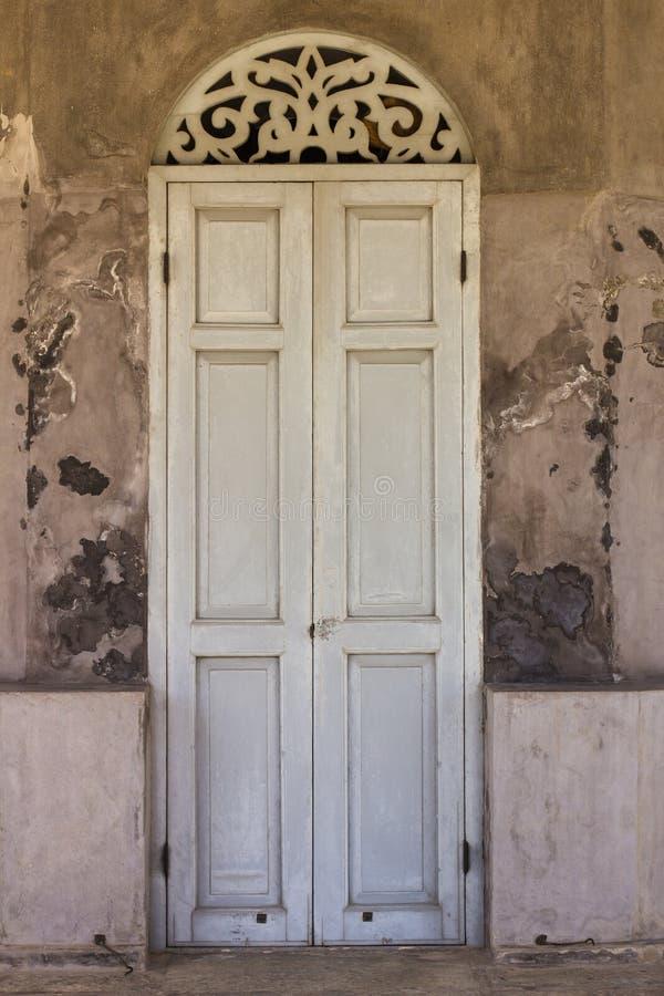 Le porte antiche fotografia stock immagine 67454417 for Porte antiche prezzi