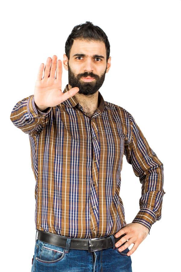 le portrait d'un jeune homme barbu sérieux utilisant une chemise montre photographie stock
