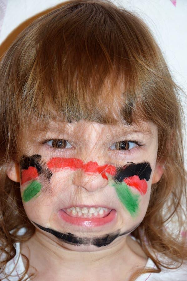 Le portrait d'une fille avec un visage peint aiment un guerrier photos libres de droits