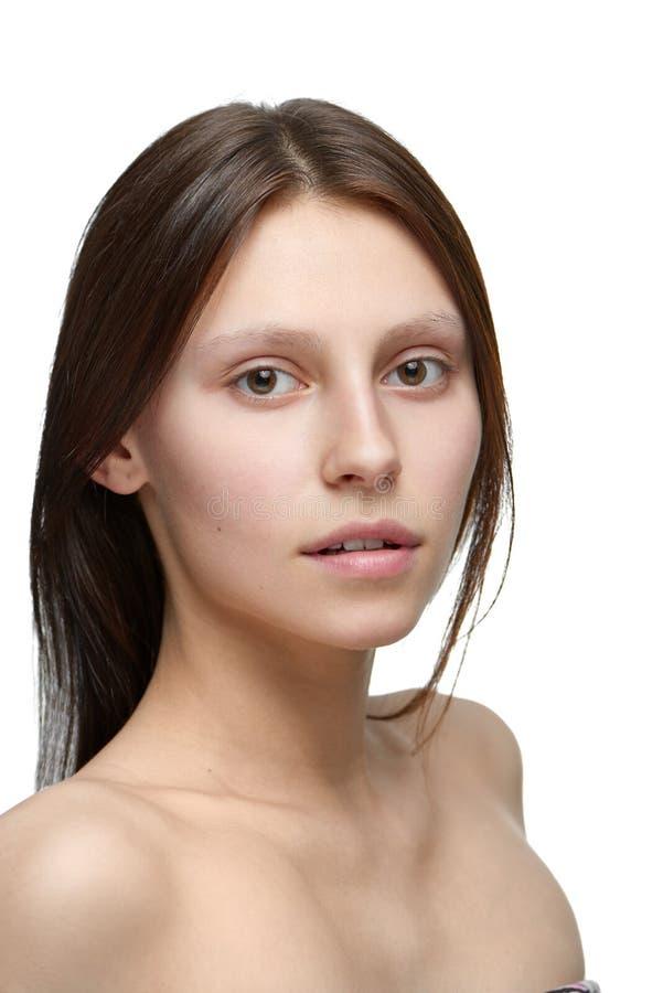 Le portrait d'une fille sans composent regarder l'appareil-photo photographie stock libre de droits