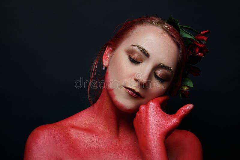 Le portrait de fille de mannequin avec coloré composent photographie stock