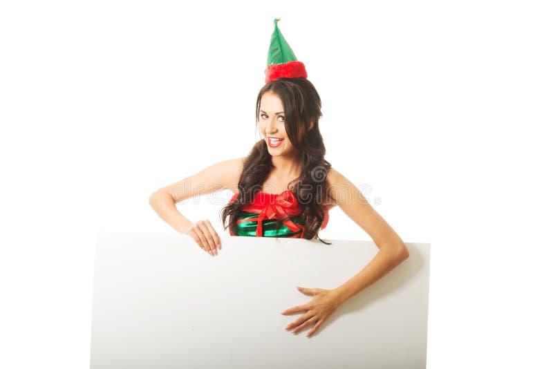 Le portrait de l'elfe de port de femme vêtx tenir la bannière blanche photo libre de droits