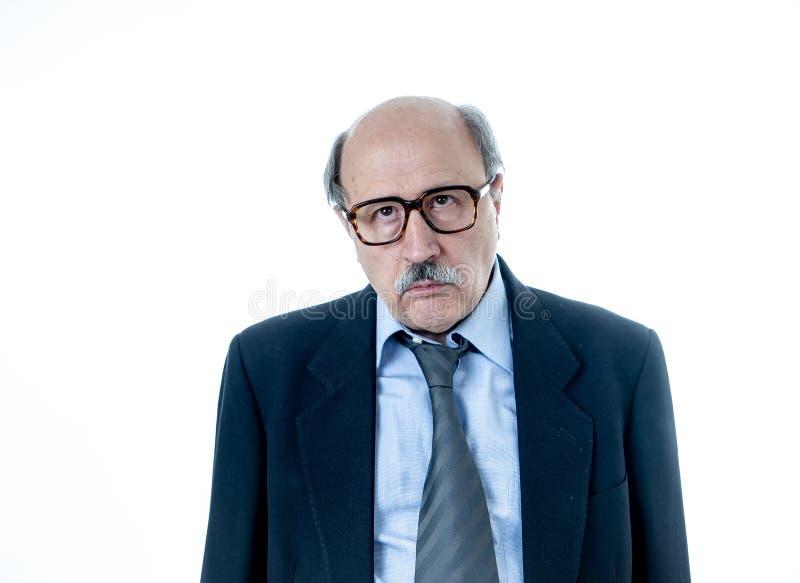 Le portrait de l'homme supérieur épuisé avec l'expression triste et inquiétée s'est surmené et a fatigué photographie stock libre de droits