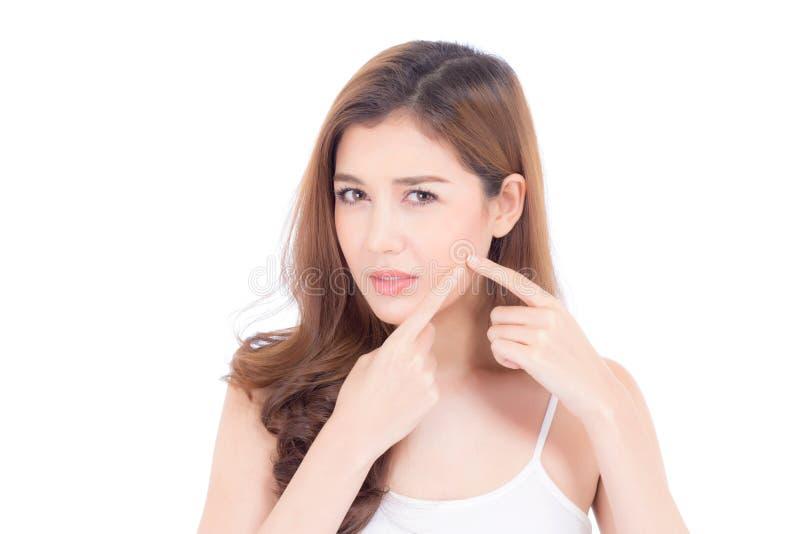 Le portrait de la belle Asiatique de femme est une acné, traitement de bouton, visage de problème de fille beau, beauté parfaite  image stock