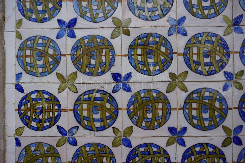 Le Portugais a peint les carreaux de céramique étain-vitrés Azulejos du palais national de Sintra photographie stock