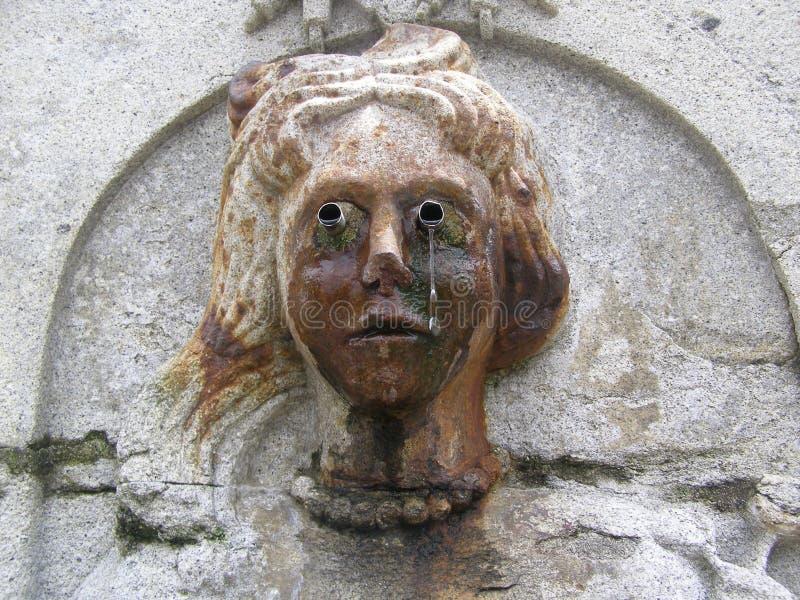 Le Portugal Braga Bom Jésus font Monte Crying Fountain sur le chemin vers le haut de l'escalier baroque image libre de droits
