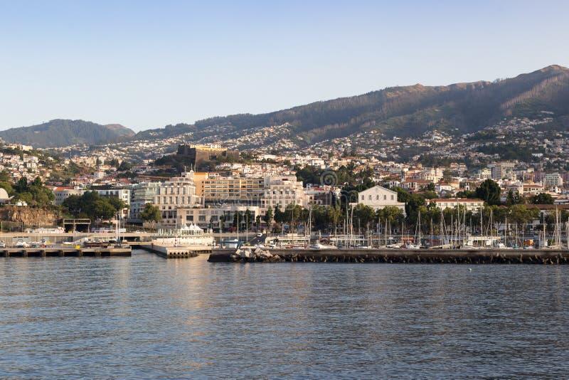 Le Portugal, Funchal - 31 juillet 2018 : Vue de la marina de l'eau pendant le début de la matinée photo stock