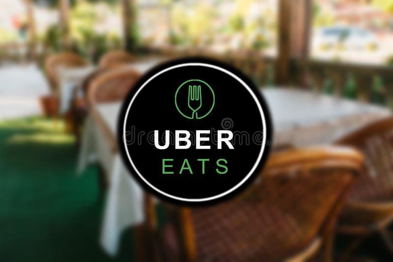 Le Portugal, Lisbonne, le 16 juin 2018 : l'UBER mange le logo Une entreprise populaire pour la livraison de la nourriture à la ma photo stock