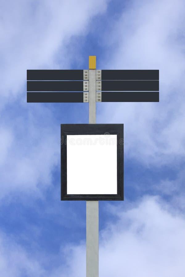 Le poteau blanc de rue avec 7 se connecte le ciel bleu illustration stock