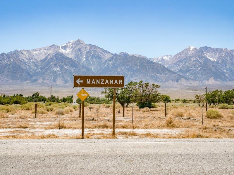 Le poteau indicateur de camp de détention de Manzanar, historique national de Manzanar se reposent photographie stock