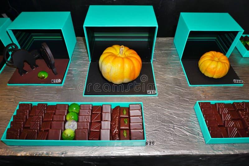 Le potiron a formé les chocolats gastronomes de stock de Patrick Roger à Paris photographie stock