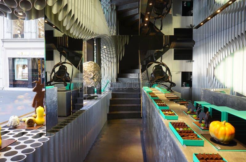 Le potiron a formé les chocolats gastronomes de stock de Patrick Roger à Paris images libres de droits