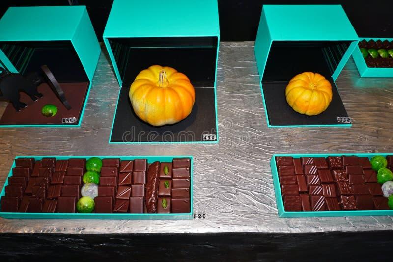 Le potiron a formé les chocolats gastronomes de stock de Patrick Roger à Paris image libre de droits