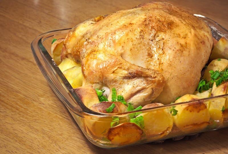 le poulet a fait cuire au four avec des pommes de terre image stock image 25576401. Black Bedroom Furniture Sets. Home Design Ideas