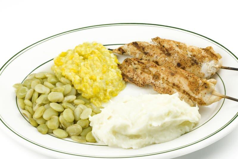 le poulet grillé embroche des légumes photos stock