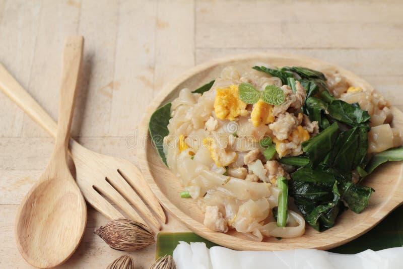 Le poulet rôti de nouille de riz d'émoi est délicieux photo libre de droits