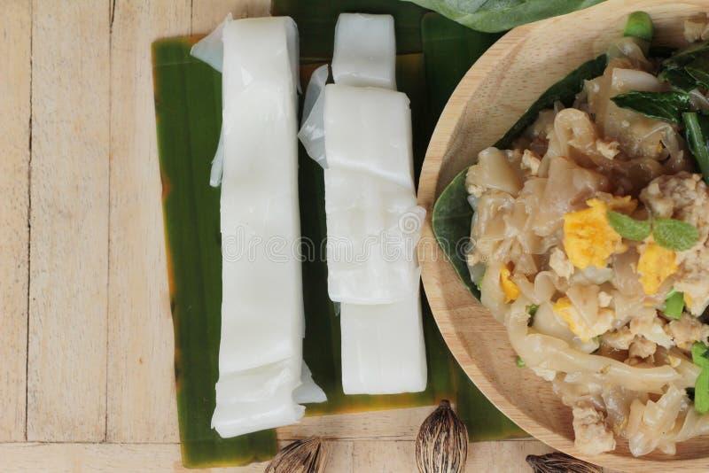 Le poulet rôti de nouille de riz d'émoi est délicieux photos stock
