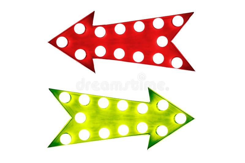 Le pour - et - le contre : rétros flèches rouges bon de vintage gauche et vert illuminées avec les ampoules photographie stock libre de droits