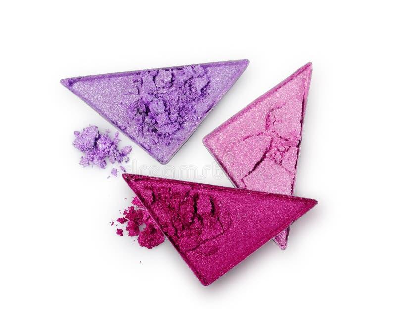 Le pourpre et le rose ont écrasé le fard à paupières de triangle pour le maquillage brillant lumineux comme échantillon de produi photos stock