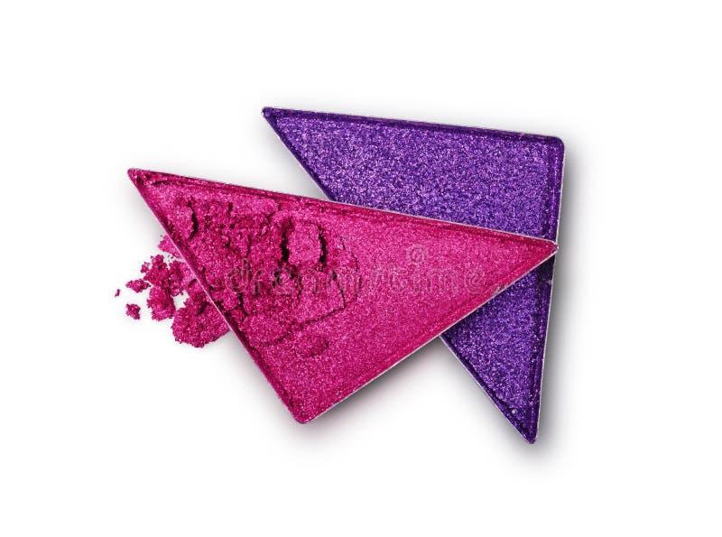 Le pourpre et le rose ont écrasé le fard à paupières de triangle pour le maquillage brillant lumineux comme échantillon de produi photographie stock libre de droits