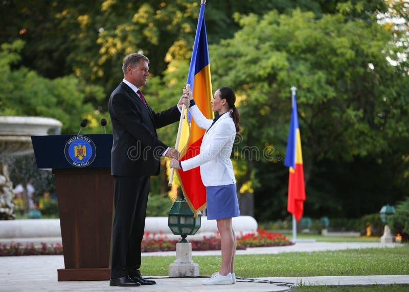 Le Président Klaus Iohannis souhaite la bienvenue à l'équipe de Qlympic de Roumain images stock