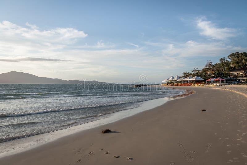 Le Praia font la plage de forte - Florianopolis, Santa Catarina, Brésil photo stock