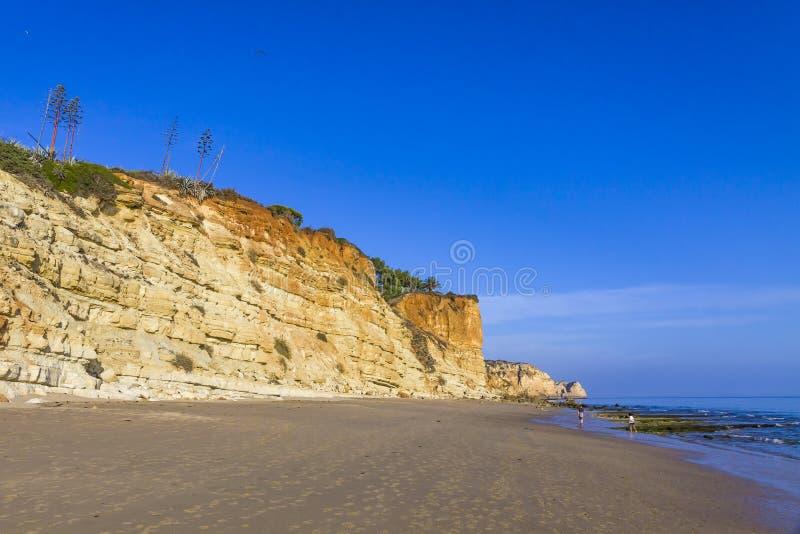 Le Praia font la plage de Porto de Mos ? Lagos, Algarve, Portugal images libres de droits