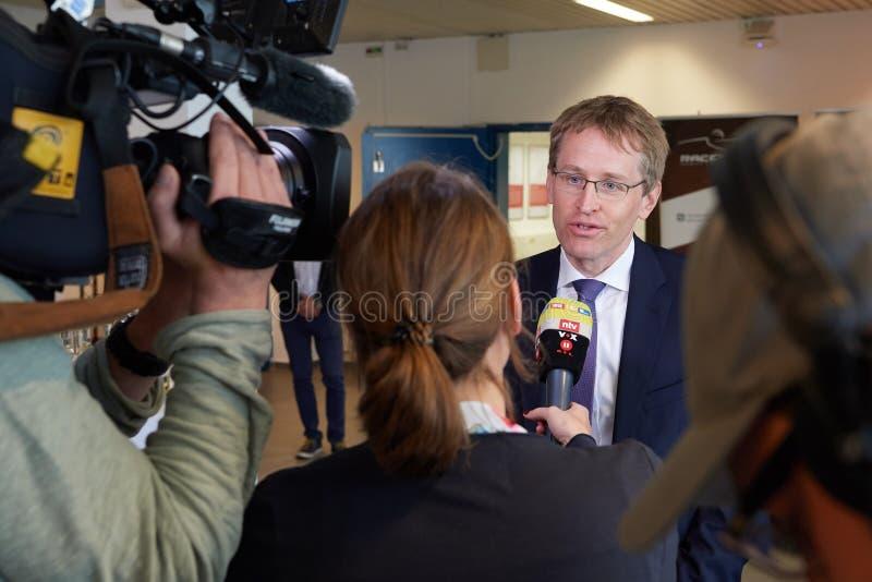 Le premier ministre nther de ¼ de Daniel GÃ donne une entrevue de TV photo stock