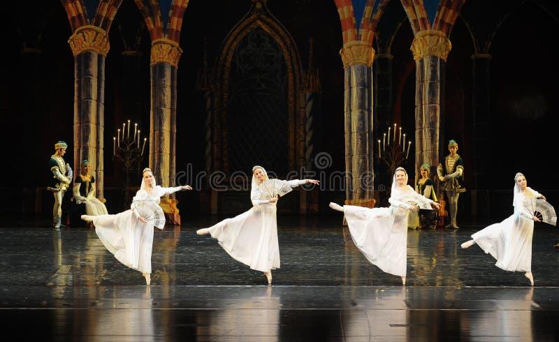 Le prince blanc russe de robe-Le de dentelle lac swan d'acte-ballet de mitzvah-Le de barre du troisième image libre de droits