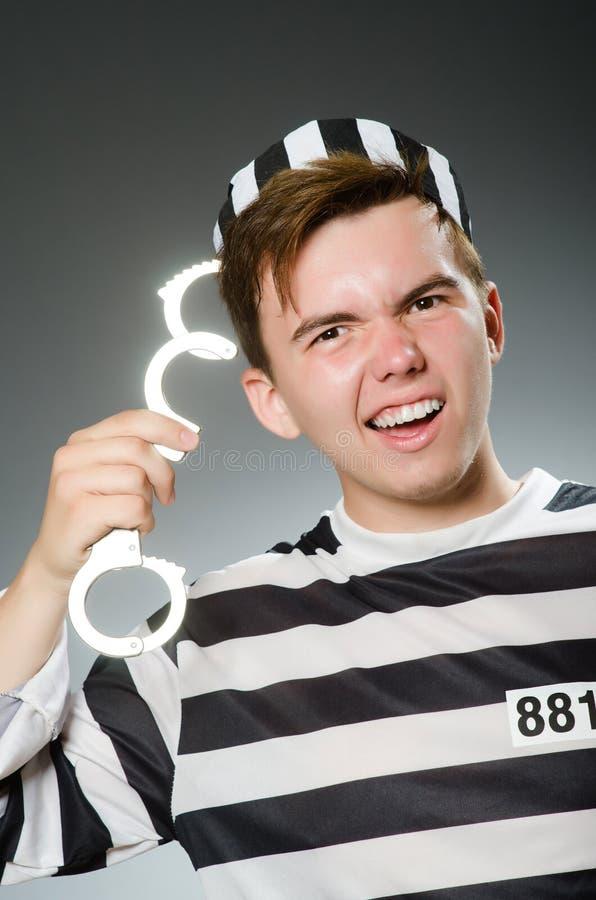 Le prisonnier drôle dans le concept de prison photo stock