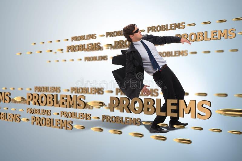 Le problème commercial et le concept de défi avec l'homme d'affaires photo stock