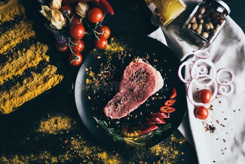 Le processus de faire cuire la nourriture saine images stock
