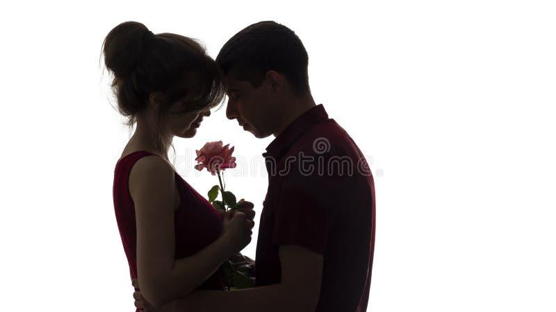 Le Profil De Silhouette D Un Jeune Couple A Sensuel Cintre Leurs