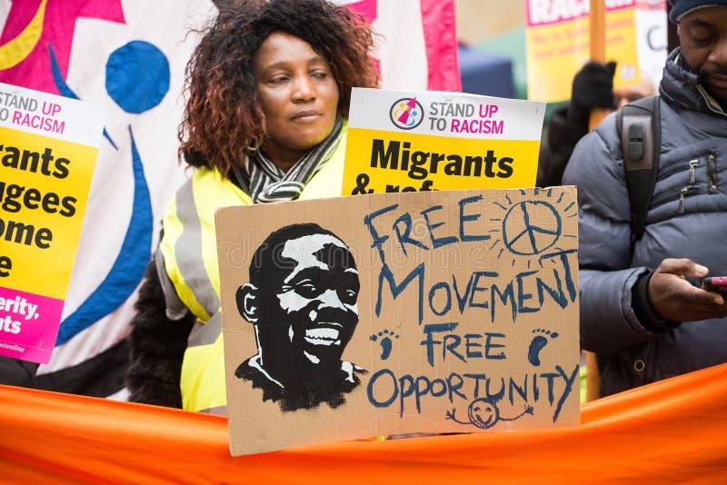 Le protestataire avec l'affiche chez la Grande-Bretagne est cassé/élection général demonstratio maintenant à Londres photographie stock