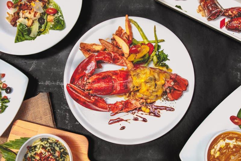 Le puits dinning d'ensemble de nourriture de l'Europe préparent Contenez avec Maine Lobster photo stock