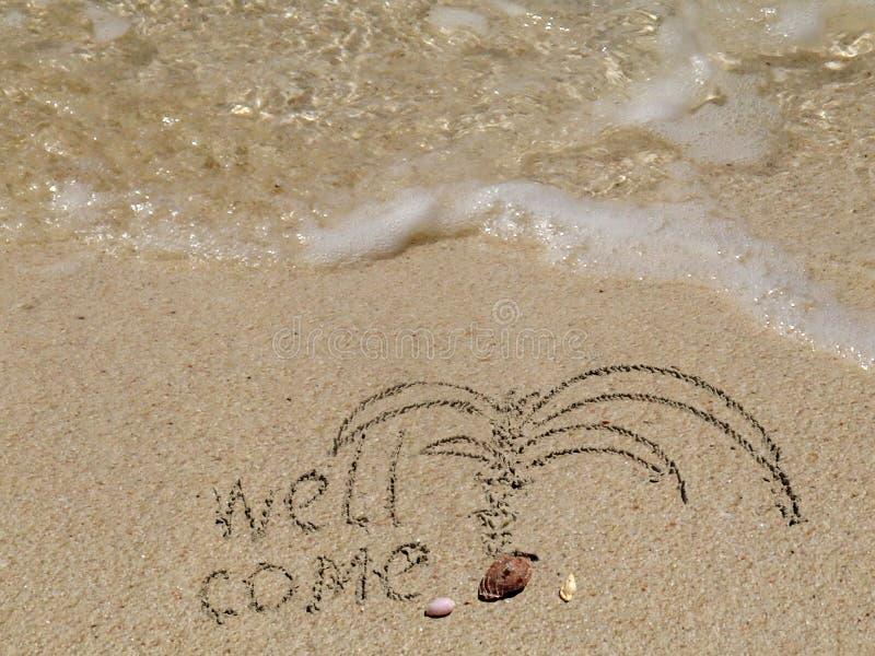 Le puits viennent sur le sable de plage photos stock