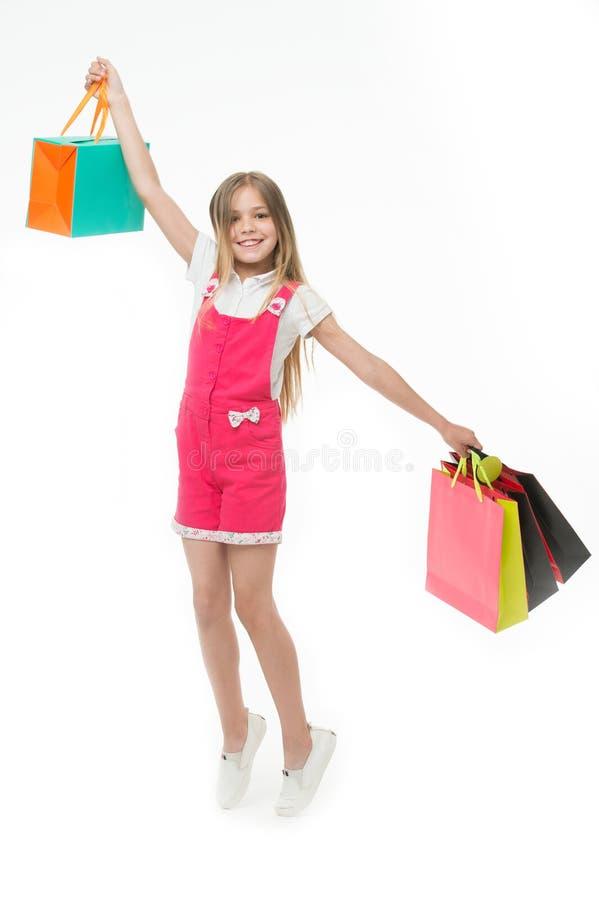 Le punte della cima per il bambino astuto copre l'acquisto L'adolescente sveglio della ragazza porta il sacchetto della spesa Ven fotografia stock libera da diritti