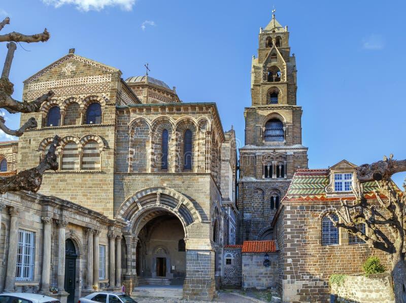 Le Puy Cathedral, Frankrike royaltyfria bilder