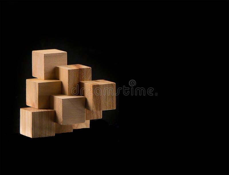 Le puzzle en bois - jeu avec des blocs image stock