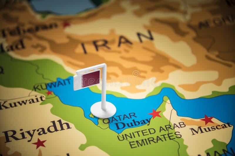 Le Qatar a identifié par un drapeau sur la carte image libre de droits
