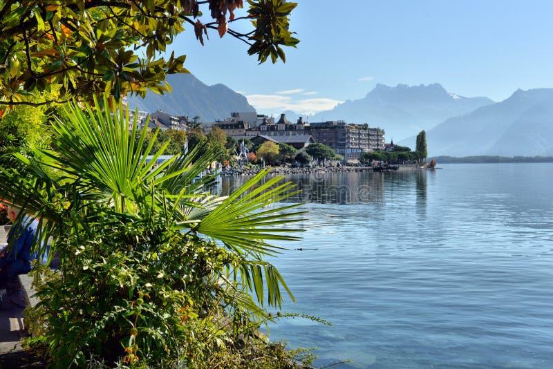 Le quai de Montreux en automne switzerland images stock