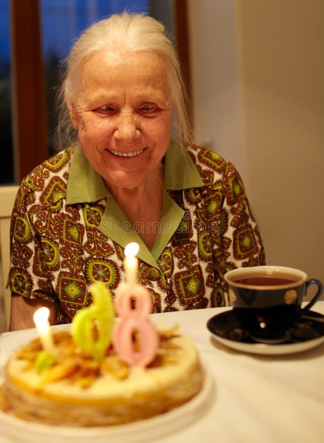 Le quatre-vingt-sixième anniversaire du grand-mère. images libres de droits
